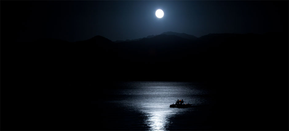 Secret Lake Houses - Have you ever had dinner on a glittering lake under moonlight?